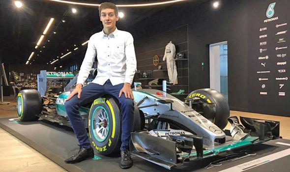 Młodzi kierowcy Mercedesa